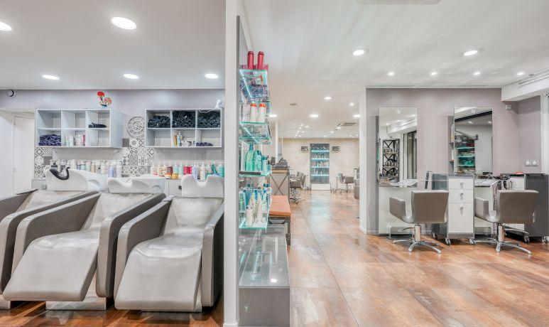 Salon de coiffure à Mérignac Daniel D. Coiffeur mixte femme/homme/enfant, coloriste, coupe tendance, lissage, défrisage, assouplissement, chignon, mariage...